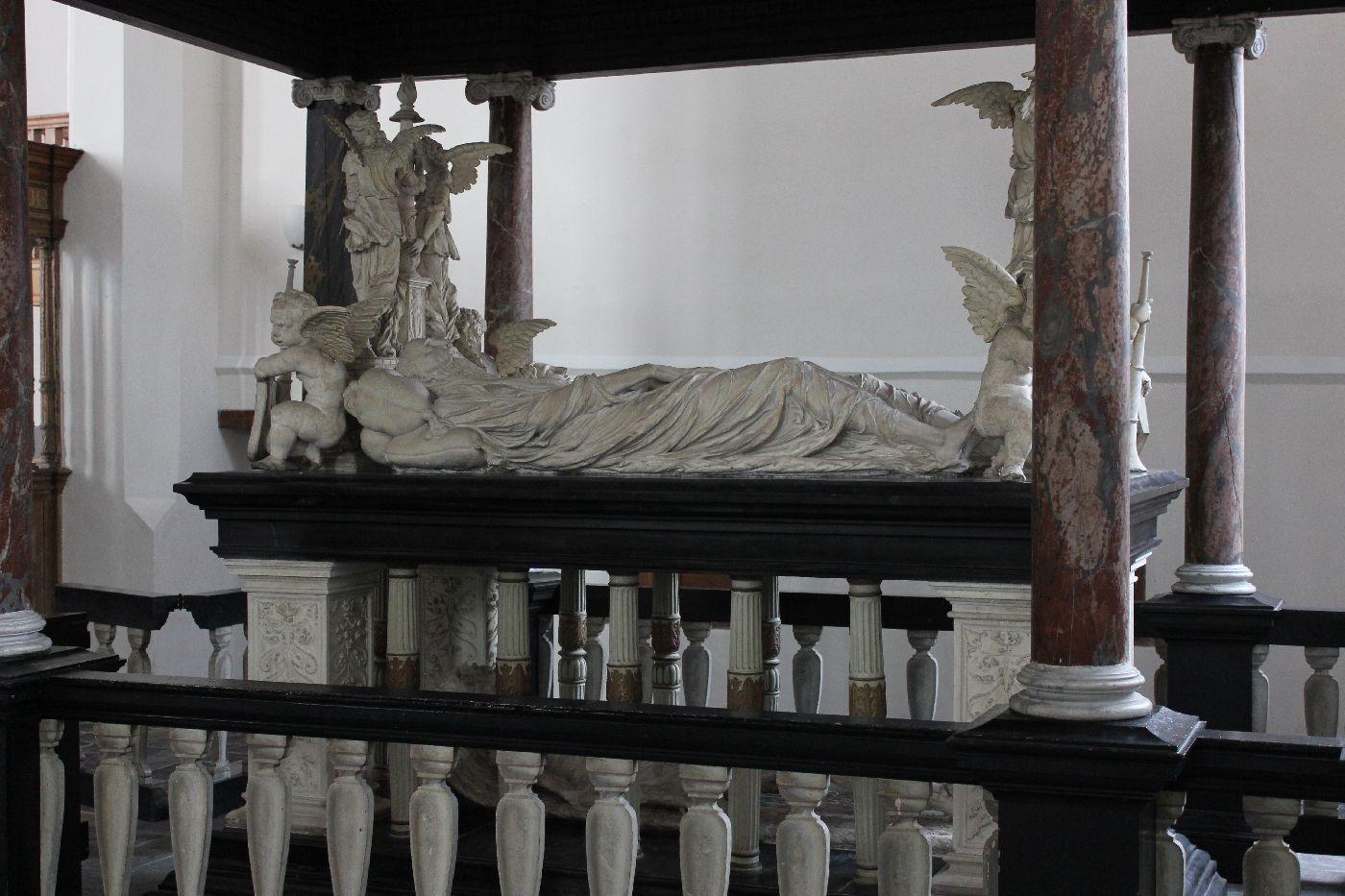 1 grafmonument Brederode voor restauratie
